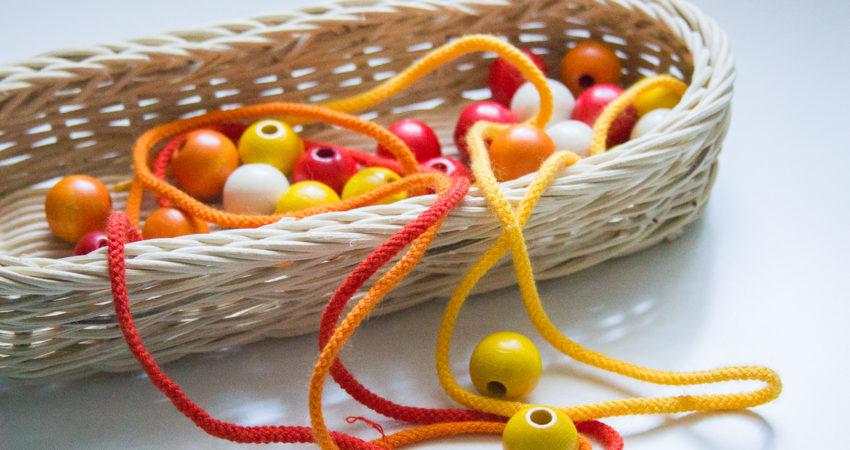 Kolorowe sznurówki i koraliki